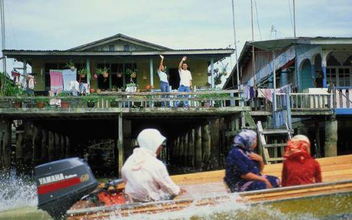 ブルネイ 半日市内観光と水上集落見学 (ブルネイ発)