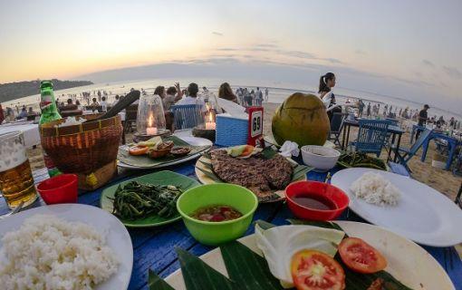 ジンバランビーチでのロブスターディナー(ウルワツ寺院ケチャックダンス&ディナー)