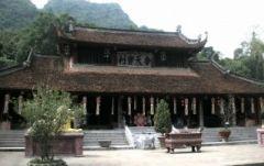 ベーシックプラン ベトナム仏教の聖域 香寺(フォーン寺)へ