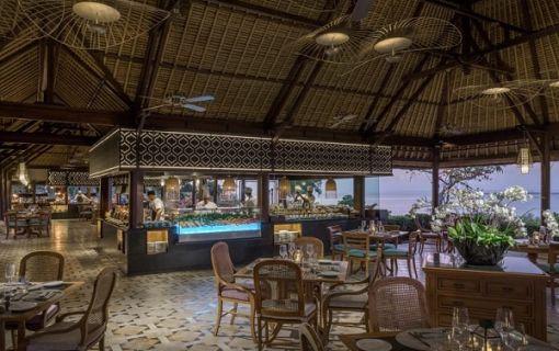 フォーシーズンズ リゾート ジンバランの「タマンワンティラン」にてビュッフェディナー(バリ島3大観光地巡り その2)